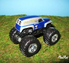 the first grave digger monster truck it u0027s out and it u0027s awesome grave digger u0027the legend u0027 1 64