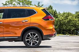 Nissan Rogue Sl - nissan reveals 2017 rogue and first ever rogue hybrid at miami