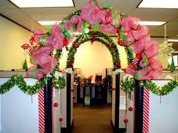 Christmas Decorations For Office Desk Elegant Yet Fun Office Bay Decoration Themes With Pictures Ideas