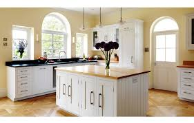shaker kitchen cabinets with simple yet stylish design