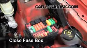 2001 ford mustang fuse box replace a fuse 1994 2004 ford mustang 2001 ford mustang 3 8l v6
