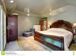 moquette chambre coucher intérieur de chambre à coucher avec le lit grand et la moquette en