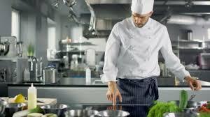 chefs de cuisine celebres travail de chef professionnel dans une cuisine de restaurant célèbre