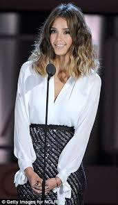 styling two year hair she s still figuring out her shorter style jessica alba has a bad