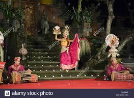 the moon goddess tari penyambutan dance puri saraswati temple