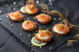 canap au saumon fum et mascarpone toasts saumon mascarpone une recette d apéritif facile