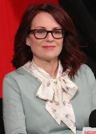 megan mullally shoulder length hairstyle for women over 50
