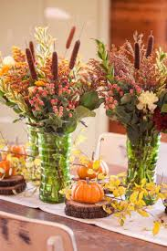 create impressive thanksgiving dinner with decorative centerpiece