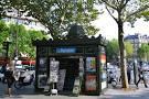Les kiosques à journaux - Paris.
