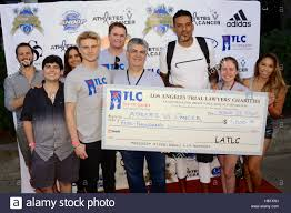 Barnes Los Angeles Matt Barnes With Charity Check And Tlc Los Angeles Foundation
