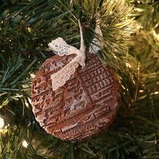 christmas ornament favors 22 diy winter wedding favors that excite happywedd