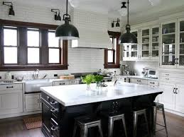idee cuisine avec ilot design interieur cuisine avec îlot central noir plan travail
