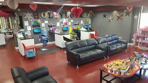 hollylocks kids haircut and boutique is hiring kids styl