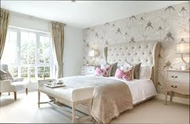 papier peint chambre à coucher deco avec papier peint papier peint journal et revatement de sol