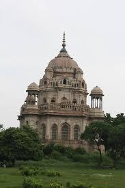 Lucknow Bench 2010 08 18 Lucknow Cathédrale Mausolées De Mushirzadi Et De