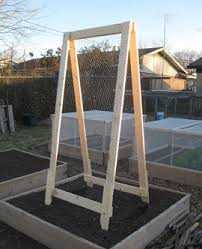 a great reusable and diy trellis for raised beds and mel u0027s