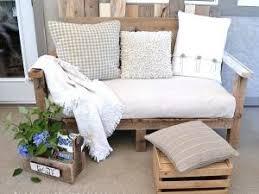 canapé en palette de bois avant apres canapé en bois de palettes par idees maison