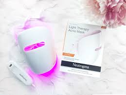 neutrogena acne light mask review neutrogena light therapy acne mask review beauty blogger yesmissy