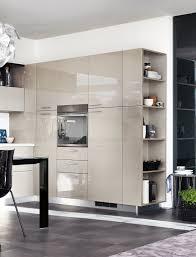 mensole laccate lucide in cucina i vani a giorno fanno tendenza visone scaffali e mensole