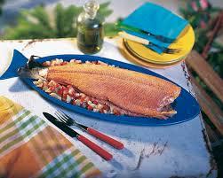 cuisiner un saumon entier saumon entier en papillote de tomate et de fenouil colruyt