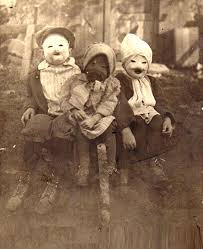 20 vintage costumes that will scare you to