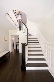 remodelaholic choosing paint colors that work with wood trim and