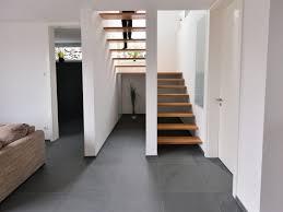steinwand wohnzimmer fliesen haus renovierung mit modernem innenarchitektur geräumiges