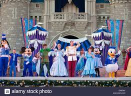 show cinderella u0027s castle features disney characters