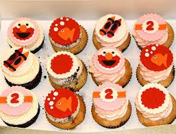 elmo cupcakes rise cupcakes elmo themed 2nd birthday