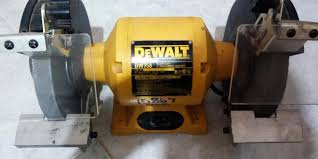 Dewalt 6 Inch Bench Grinder 5 Best Bench Grinders For Trouble Free Sharpening And Polishing