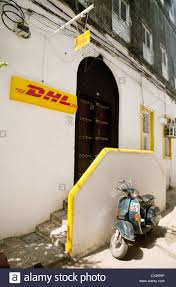 bureau dhl bureau dhl town zanzibar afrique banque d images photo