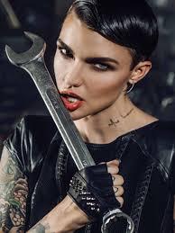 imagenes tatuajes cuello rose y otras famosas con tatuajes en el cuello