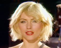How To Look Like Taylor Swift For Halloween Taylor Swift Looks Atomic As She Shows Off New Blondie Inspired