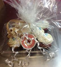 cupcake gift baskets cupcake platters and boxes dolce biscotti