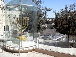 jerusalem menorah file jerusalem golden menorah replica jpg wikimedia commons