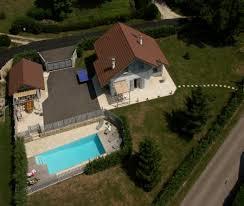 chambre d hote lac d aiguebelette maison avec piscine privée et lac à dullin