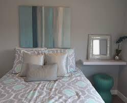 sofa hussen gã nstig schlafzimmer gestalten farbe gelb kazanlegend info
