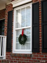 charleston sc goods an easy way to hang window wreaths