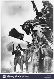 Soldiers Lifting Flag Reichstag 1945 Stock Photos U0026 Reichstag 1945 Stock Images Alamy