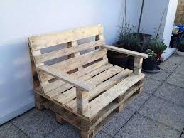 fabrication canapé en palette tuto un canapé dangle en palettes faire un salon de jardin en