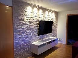 Elegante Wohnzimmer Deko Wandgestaltung Rot Gepolsterte On Moderne Deko Ideen Plus Elegant