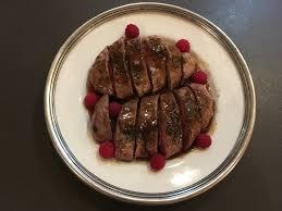 cuisiner magret de canard poele magret de canard poêlé au vinaigre de framboise les papilles de