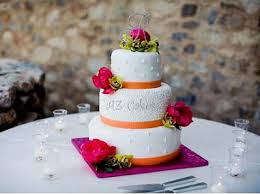 small wedding cakes small wedding cakes but big on flavor and design