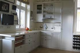 landhausküche grau landhausküche front grau arbeitsplatte corian vanilla