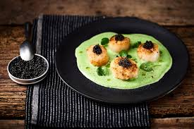 cuisiner des gardons recette noix de jacques snackées émulsion de cresson et caviar