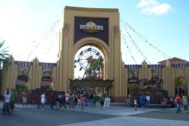 the repository halloween horror nights file hhnxviientrance jpg wikimedia commons