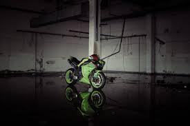 yamaha r1 wallpapers yamaha yzf r1 green bike yamaha p1 bike green light reflection hd