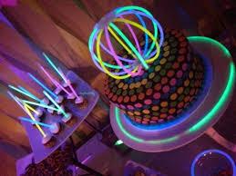 bicchieri fluorescenti una festa fluo per edoardo mammaholic