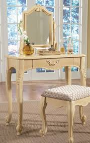 73 best bedroom vanities images on pinterest bedroom vanities but i think i would like to just get an antique table and then hang a pretty mirror on the wall behind it a kind of a make shift vanity for my bedroom
