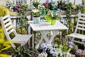 simple and easy small balcony garden design ideas planted with